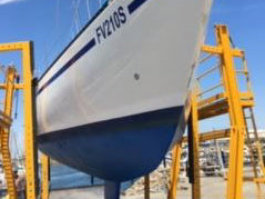 Haul-out for yearly maintenance at Glenelg Yacht Club